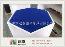 出深圳南山大族公司六边形玻璃独立展示柜