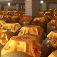鼎信基酒濃香型白酒生產廠家瀘型白酒釀酒廠