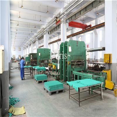 青岛厂家直销防滑地垫 彩色带孔排水橡胶垫