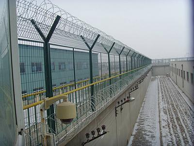 生产销售安装铁路护栏