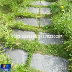 踏步石图片 自然面青石板常被用于公园草坪