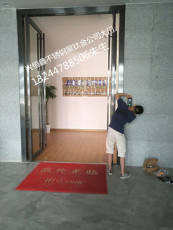 深圳龙华办公室店铺玻璃门指纹密码锁玻璃门