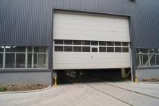 滑升門門體采用多塊提升 具有超強度 耐風