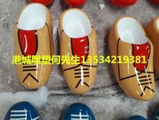 广州婚庆草地装饰玻璃钢荷兰拖鞋雕塑价格