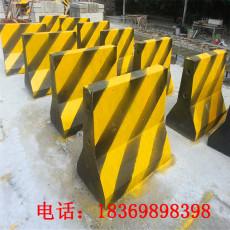 厂家制作水泥防撞墩水泥隔离墩