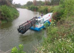 长满水面水草收集方法革命草水库除草船