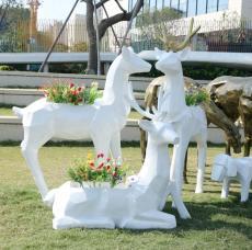 楼盘草地景观玻璃钢抽象千面鹿雕塑艺术园