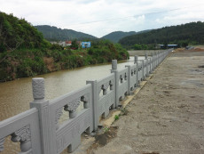 仿木栏杆安装河道护栏施工水泥护栏厂家
