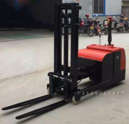 南京1.5噸配重式液壓堆高車廠家