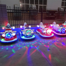 新款战斗机碰碰车广场儿童电动玩具车亲子车
