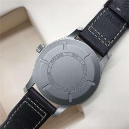 万国飞行员机械手表万国名表回收抵押典当