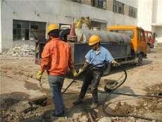 南京尧新大道附近清理排污管道-抽泥浆