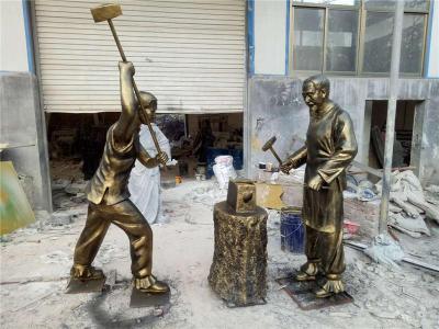 玻璃钢仿真打铁人物打铁情景雕塑