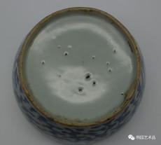 青花缠枝花卉纹盖碗