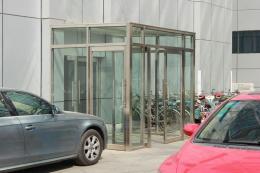 天津津南区专业安装玻璃感应门玻璃隔断