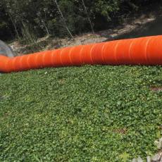 中间通孔钢丝绳连接拦污浮排施工安装