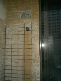 太原维修卫生间往楼下漏水电话 做防水补漏