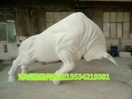 油菜花场地仿真动物玻璃钢开荒牛雕塑定制厂