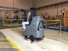高美驾驶式洗地机投放贵港车间清洗污渍油渍