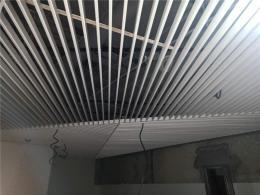 深圳供应工程吊顶铝方通硅钙板吊顶造型隔墙