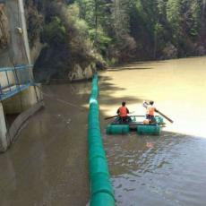 水电站漂浮式拦污浮排两端怎么固定方案