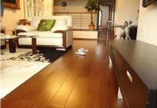 上海雅居实木地板翻新技术师打磨地板