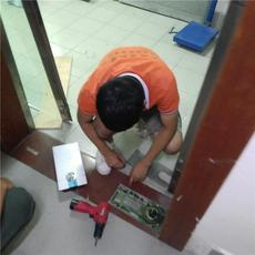廣州地彈簧玻璃門安裝維修專業團隊售后服務