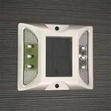 施路达粘贴式方形反光太阳能道钉