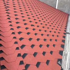 呼和浩特多彩玻纤沥青瓦自粘屋顶瓦片油毡瓦