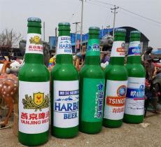 四川娘們喝酒-廠裝飾玻璃鋼啤酒瓶雕塑價格