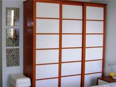 整體衣柜用實木衣門有什么優點