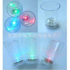 厂家供应入水亮发光小酒杯,LED发光圆形小酒杯,圆形入水亮小酒