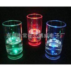 供应350ML发光可乐杯,闪光杯,七彩夜光杯.