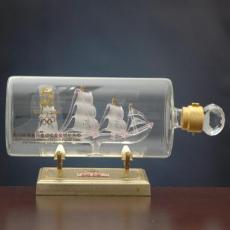 源头工厂直供异形手工艺玻璃白酒瓶