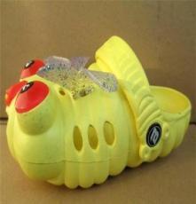 夏季可爱毛毛虫时尚洞洞鞋凉鞋超值特价女款花园鞋沙滩鞋