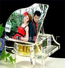 廠家個性化定制 水晶鋼琴帶MP3八音盒帶LOED燈底座 水晶鋼琴