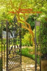 鐵藝門演繹世外桃源般的庭院