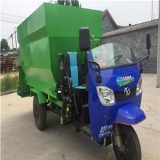 新式牛场撒料车保丰牌机动车撒料车节省时间和人工
