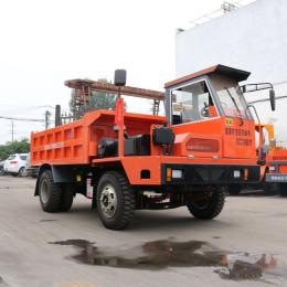 鹤岗水洞运料的工程车承载8吨