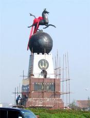 優秀旅游城市標志馬踏飛燕雕塑