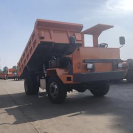 吐魯番UQ-25噸礦用后八輪工程車