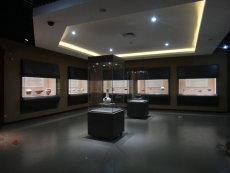 青岛定制博物馆金属烤漆展柜-博物馆展柜厂