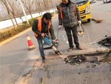 江苏连云港沥青冷补料填充坑槽压实后通车