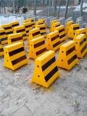 隔离墩 水泥隔离墩 公路 保定铁锐可定制