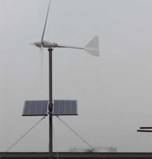 满洲里牧民用微型风光互补发电设备自动充电