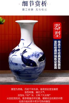 青花浮雕連年有余大賞瓶