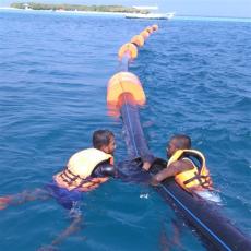海上橘红色pe管道浮漂制作方法