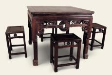 上海市餐桌椅松动翻修 耐心观察结构 一次维