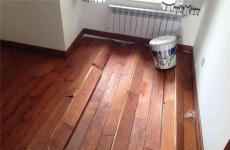 上海閘北區實木地板部分起拱補救更換