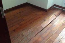 上海普陀區實木地板整局部起鼓問題